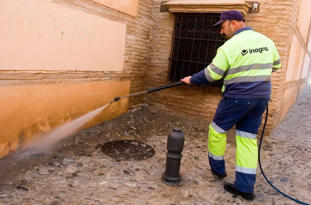 trabajadores-inagra-servicios-limpieza-granada3 -