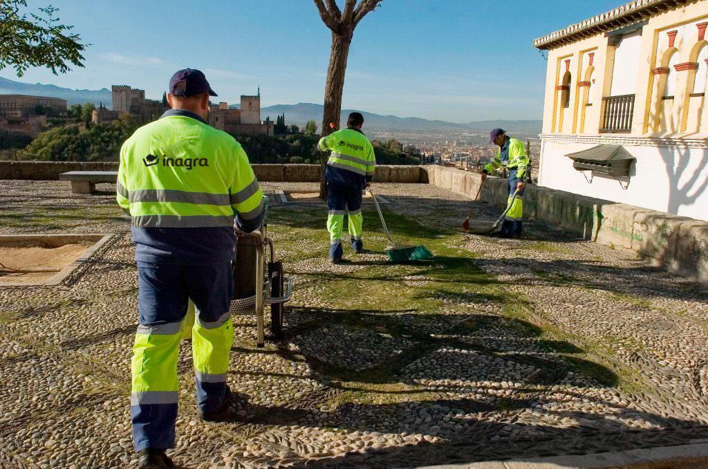 trabajadores-inagra-servicios-limpieza-granada -
